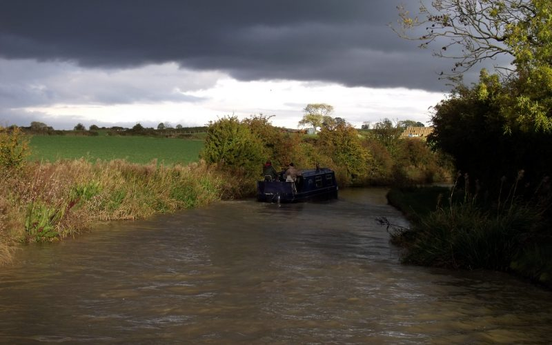 About to rain on the Oxford Canal