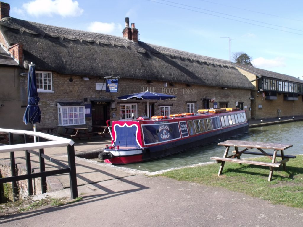 Narrowboat Indian Chief outside The Boat Inn at Stoke Bruerne