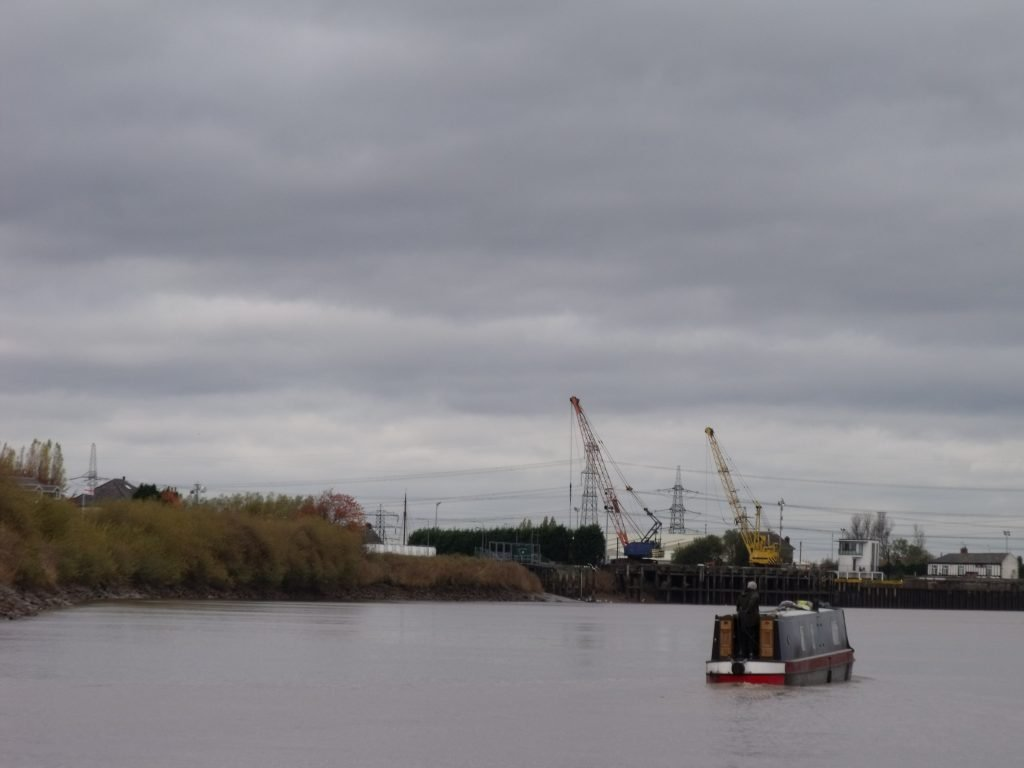 Narrowboat approaching Keadby Lock