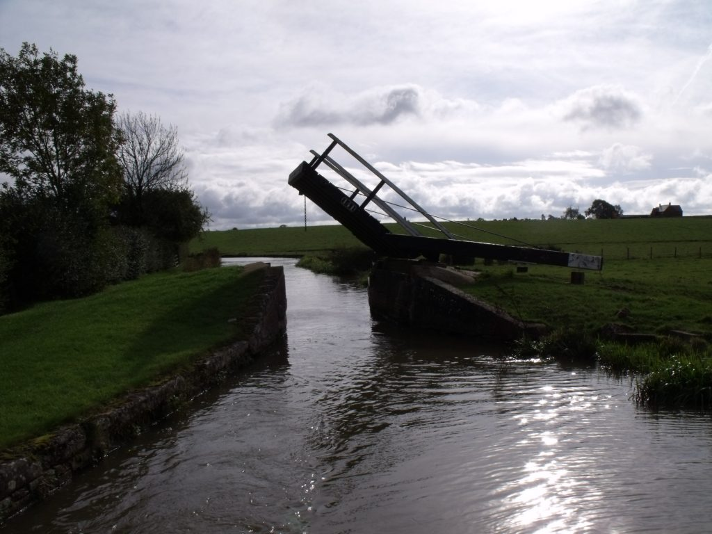 Lift bridge on the Oxford Canal